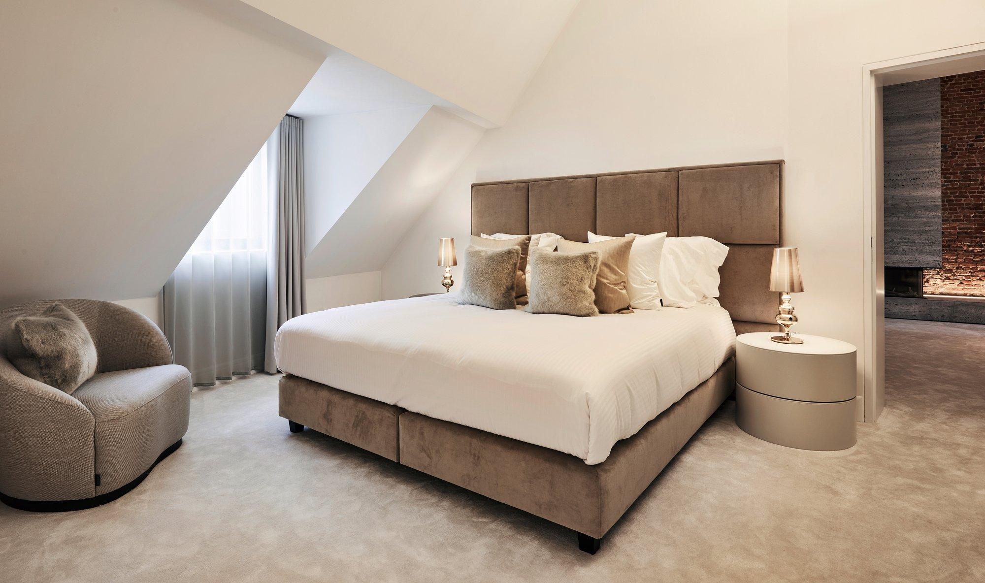 interior design beige bedroom fur pillow